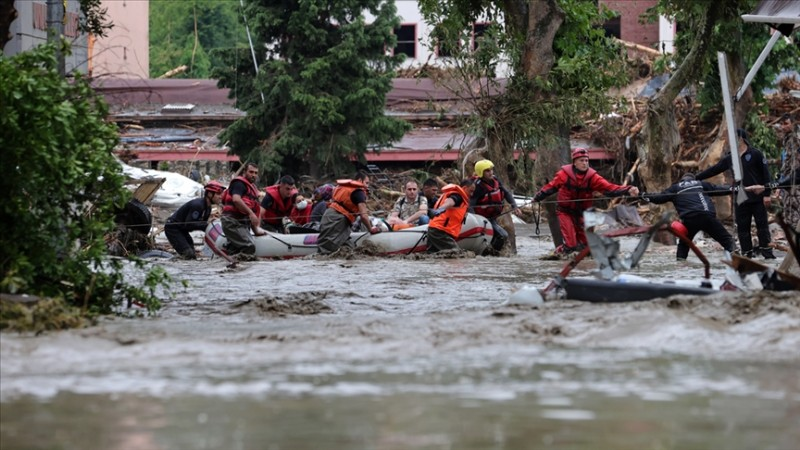 2 bine yakın afetzede güvenli bölgelere tahliye edildi