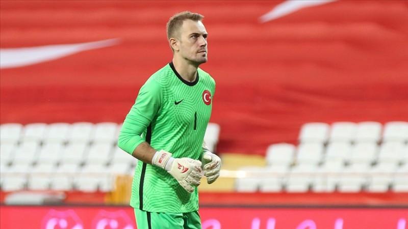 Beşiktaş milli kaleci Mert Günok ile sözleşme imzaladı