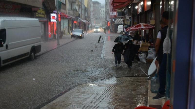 Fatsa'da sel nedeniyle çok sayıda ev ve iş yerini su bastı