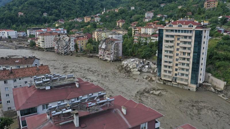 Sel felaketi: Kastamonu'da 5 kişi öldü, Bartın'da 1 kişi kayıp