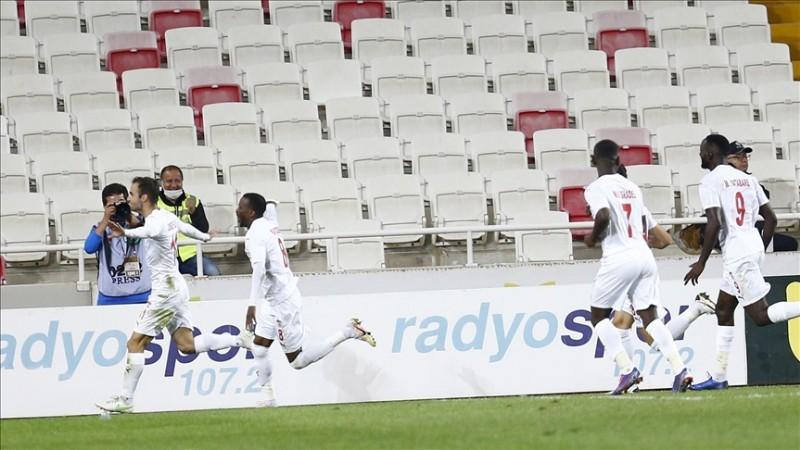 Sivasspor, Konferans Ligi'nde play-off turuna yükseldi