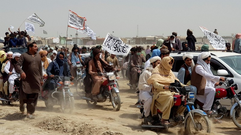 Taliban 8 günde 15 vilayetin kontrolünü ele geçirdi